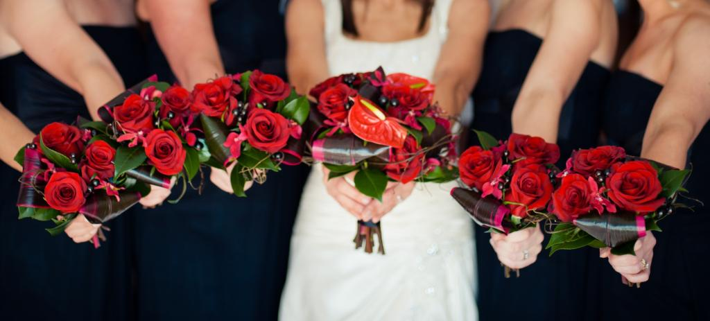 Red roses, berries and rolled leaves