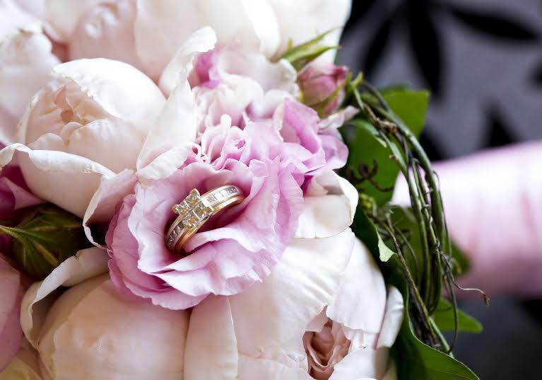 David austin and lisianthus bridal posy
