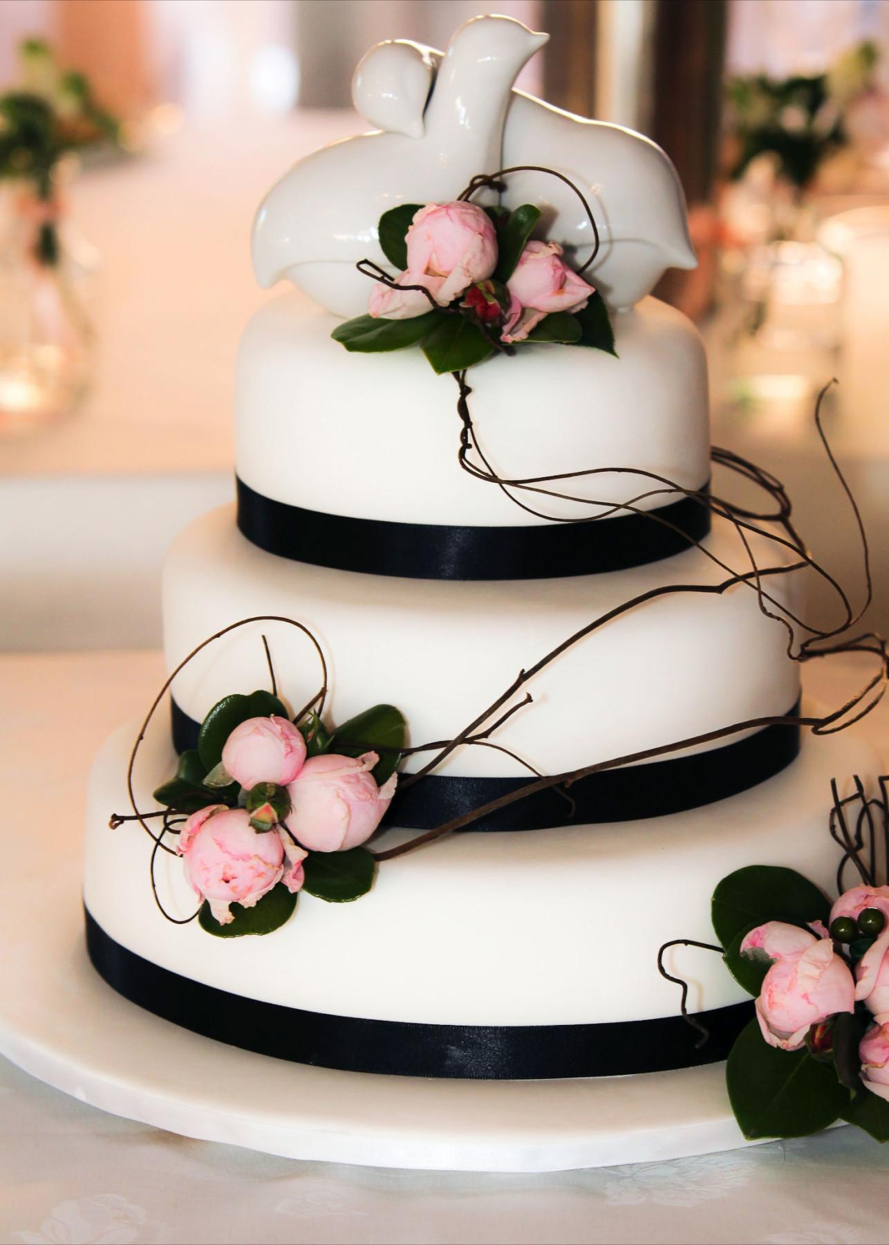 david austin rose three tier cake design