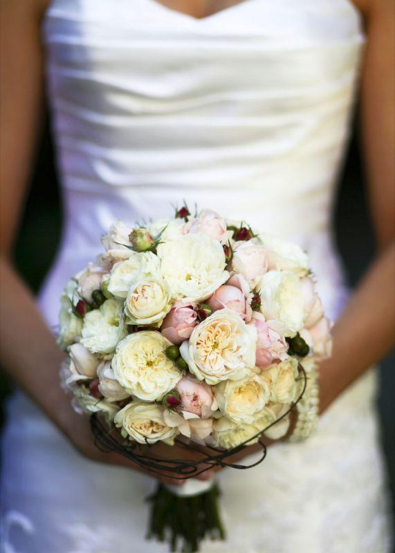 David Austin rose bouquet with accent of dodder vine