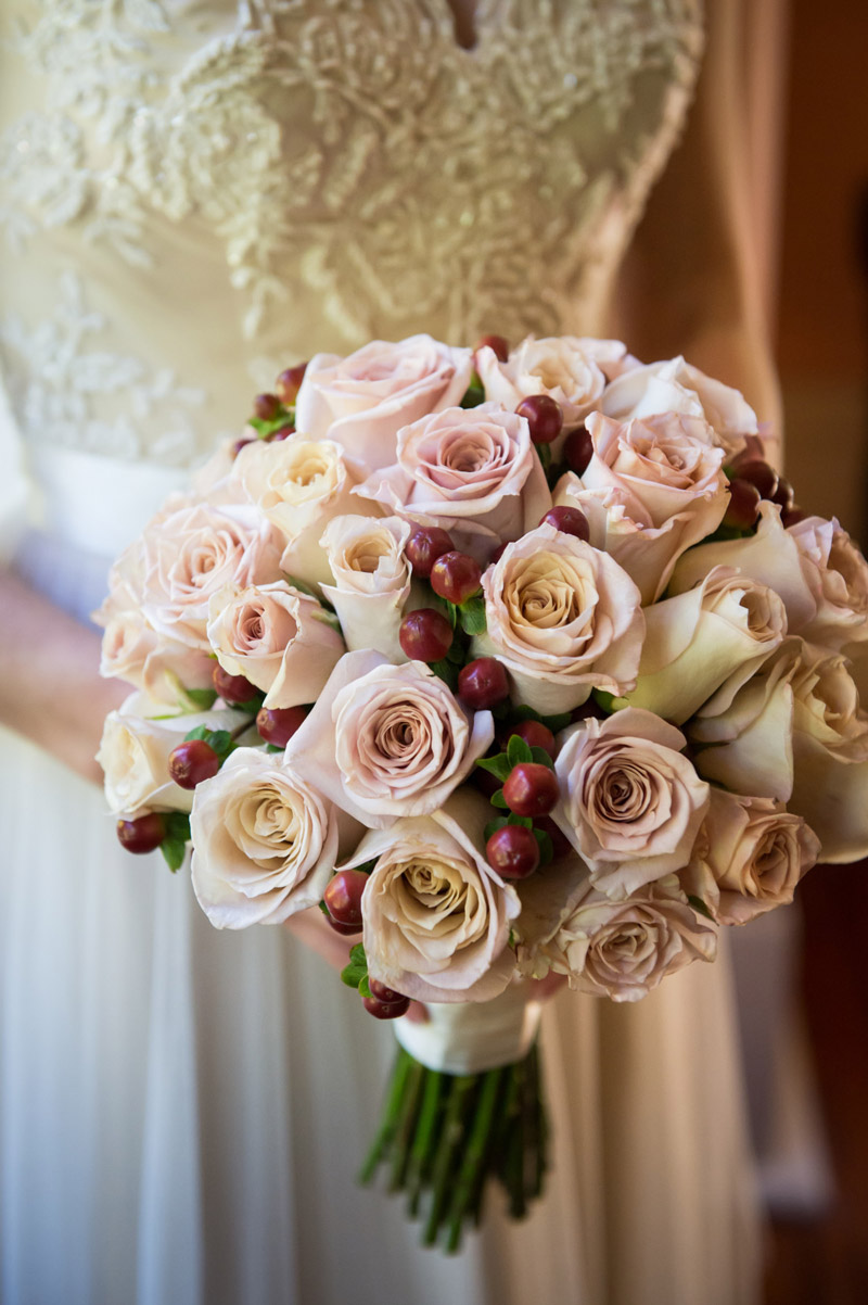 Antique and Honeymoon roses with accent of hypericum berry