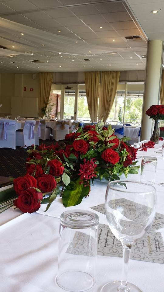 Bridal table design in reds