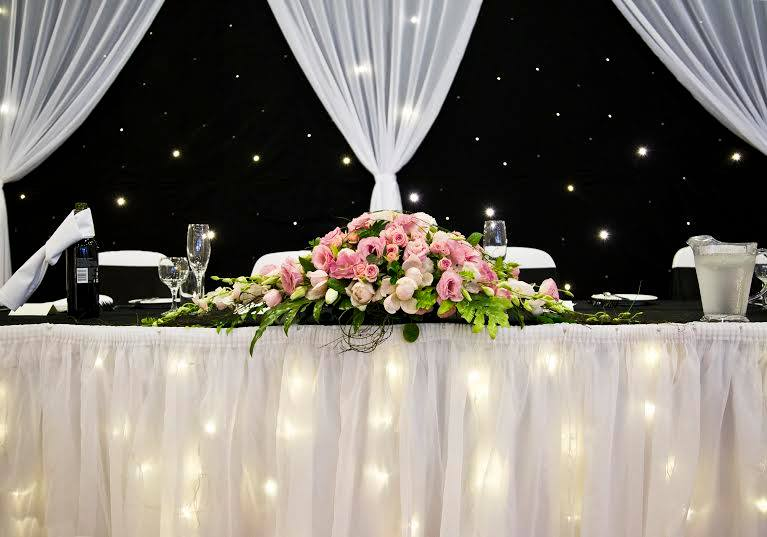 Bridal table in pink tones