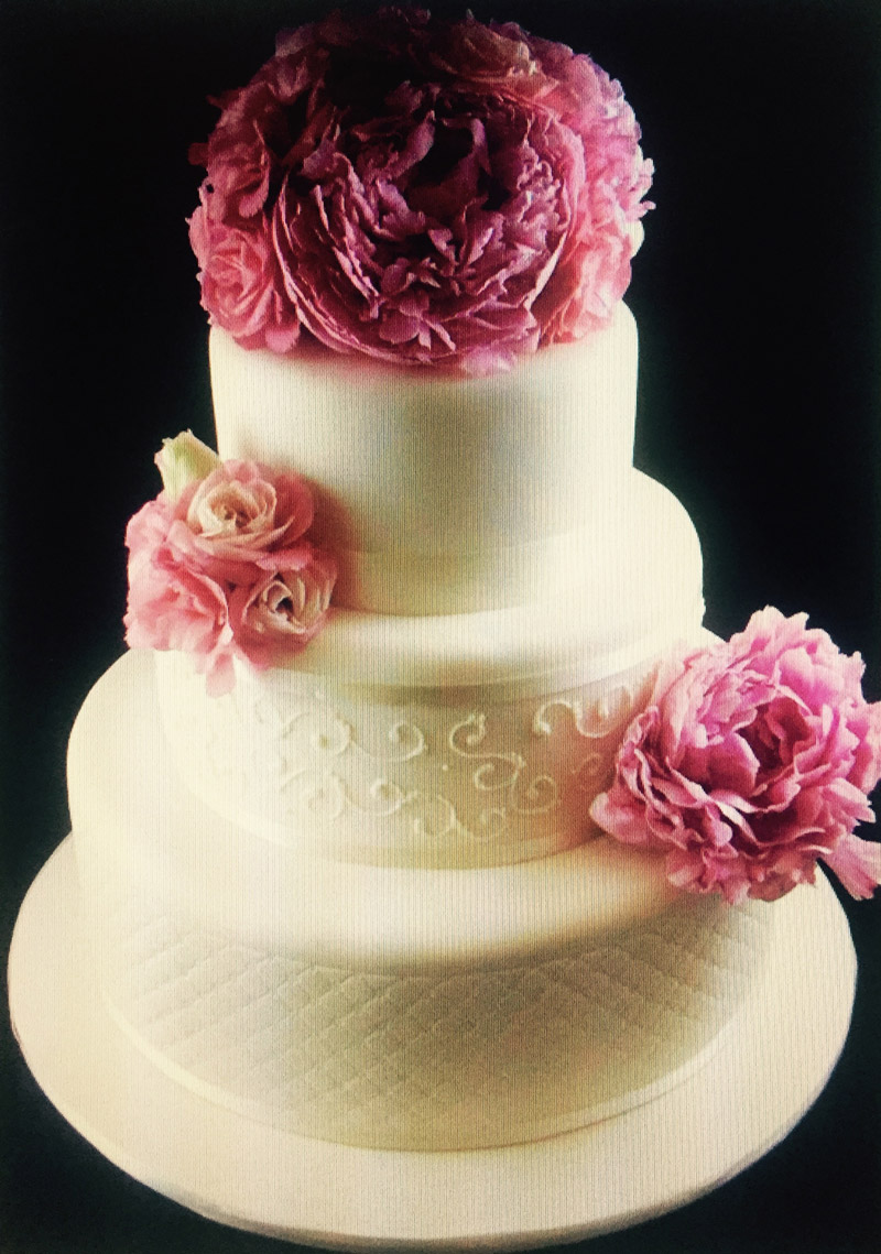 Cake flowers clusters of pink lisianthus