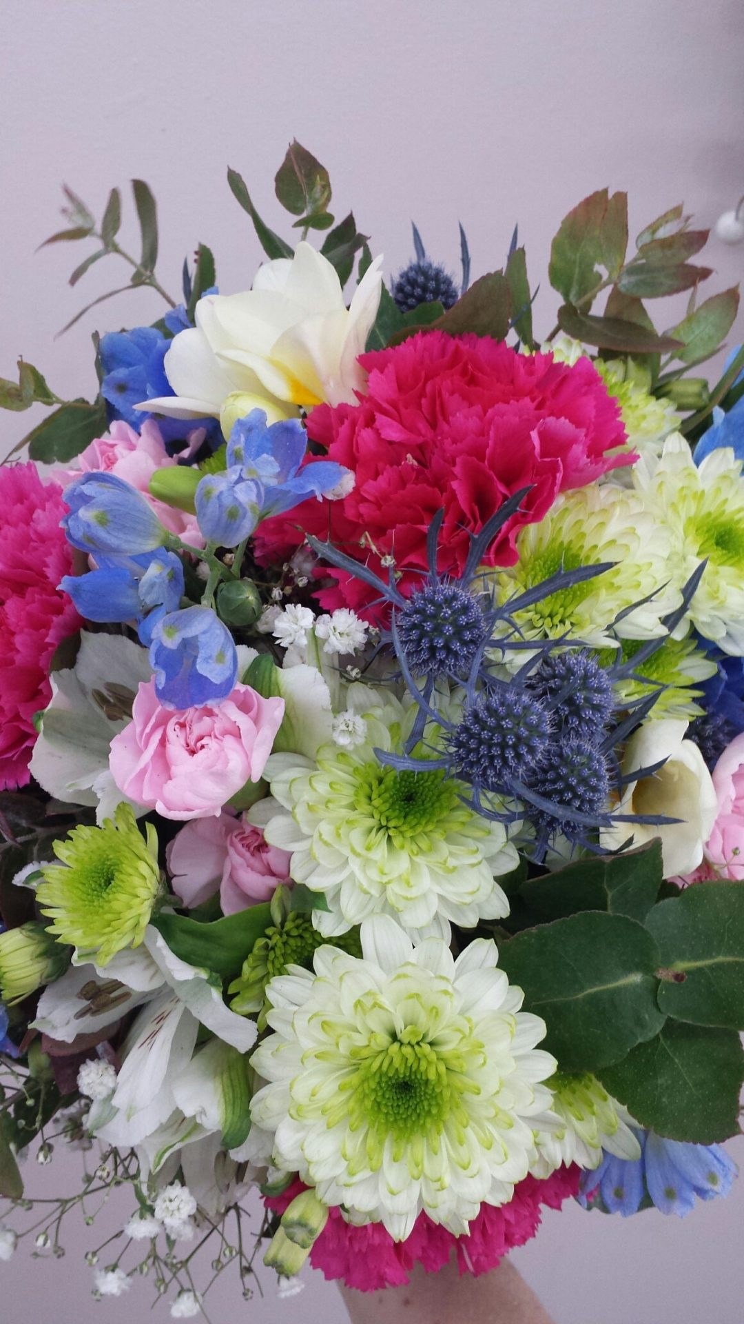 garden style daisy, seaholly, roses, gyp and delphinium
