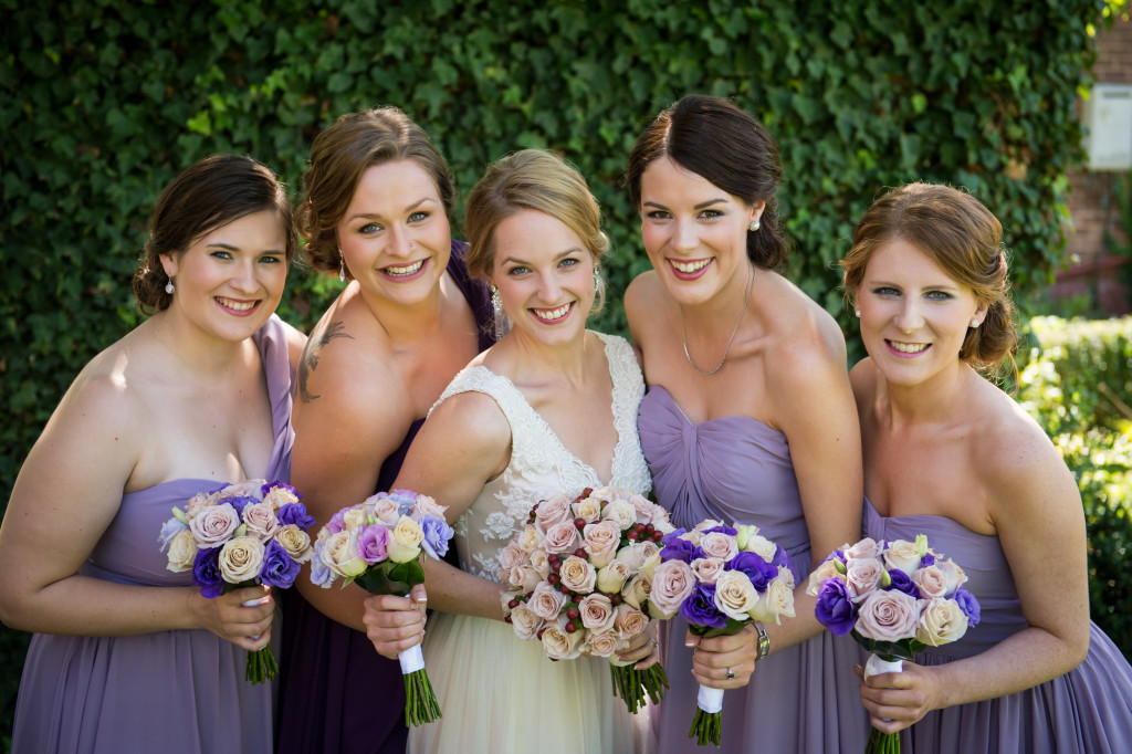 roses-and-lisianthus-wedding