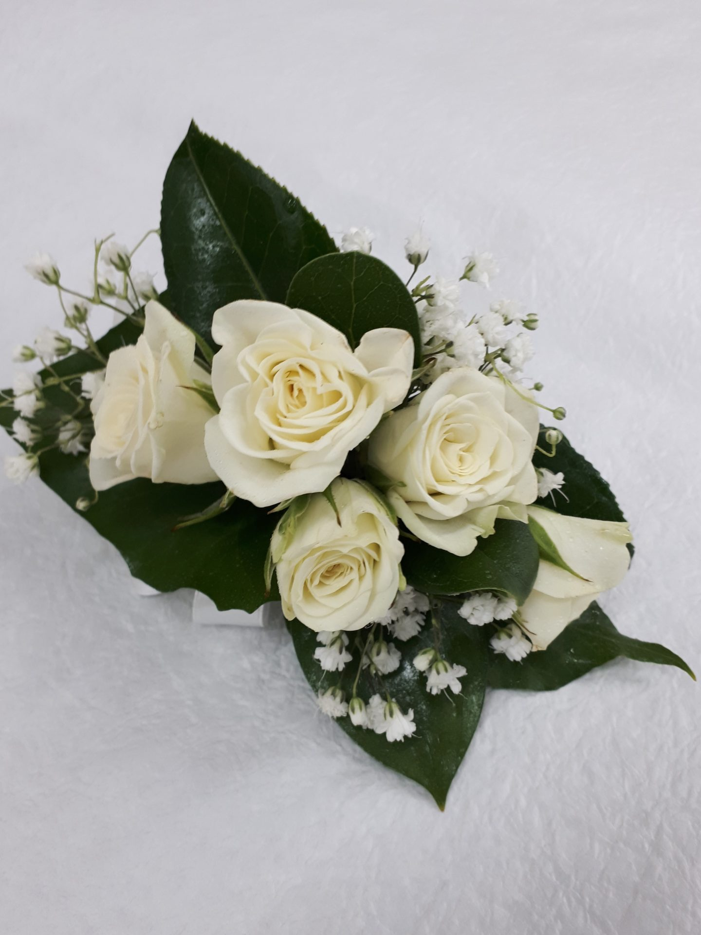 white spray roses with gyp