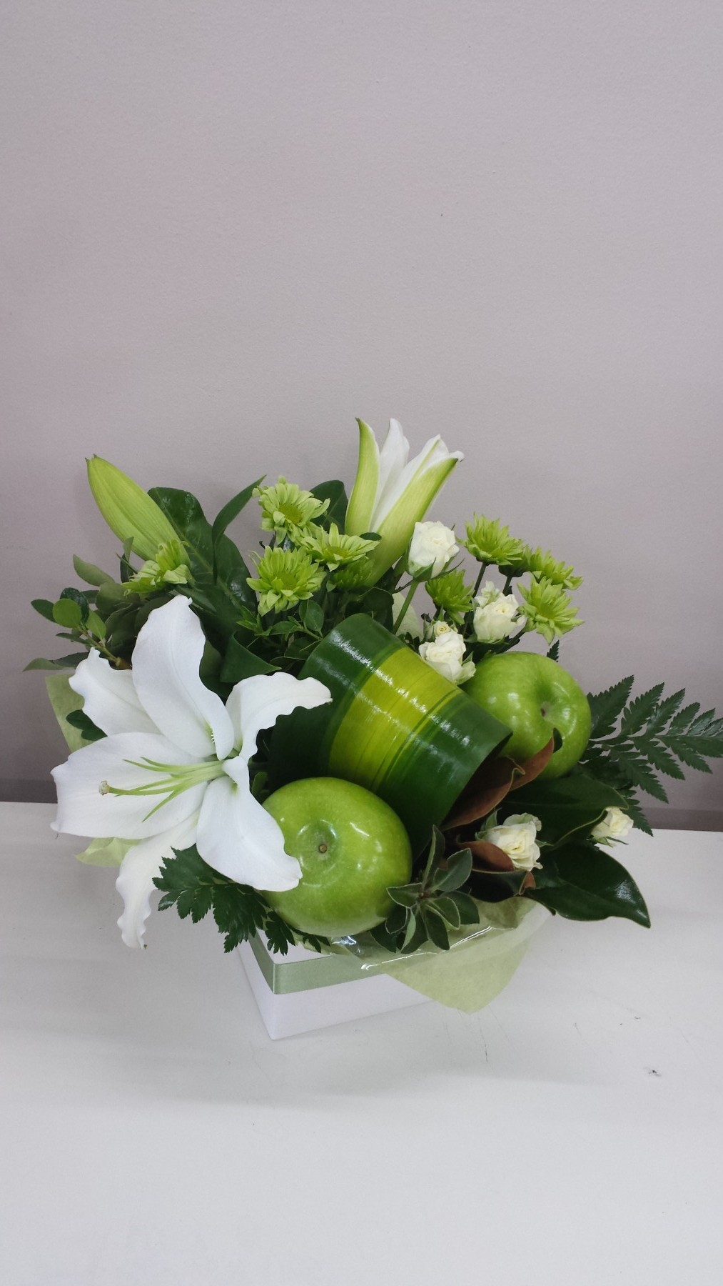 crisp design of white and green flowers with fresh apples